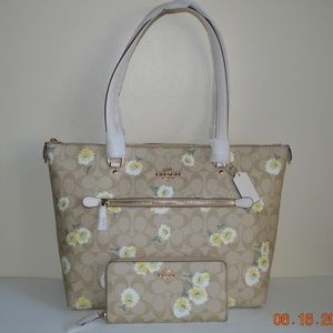 Coach Gallery Tote and wallet set Daisy Signature